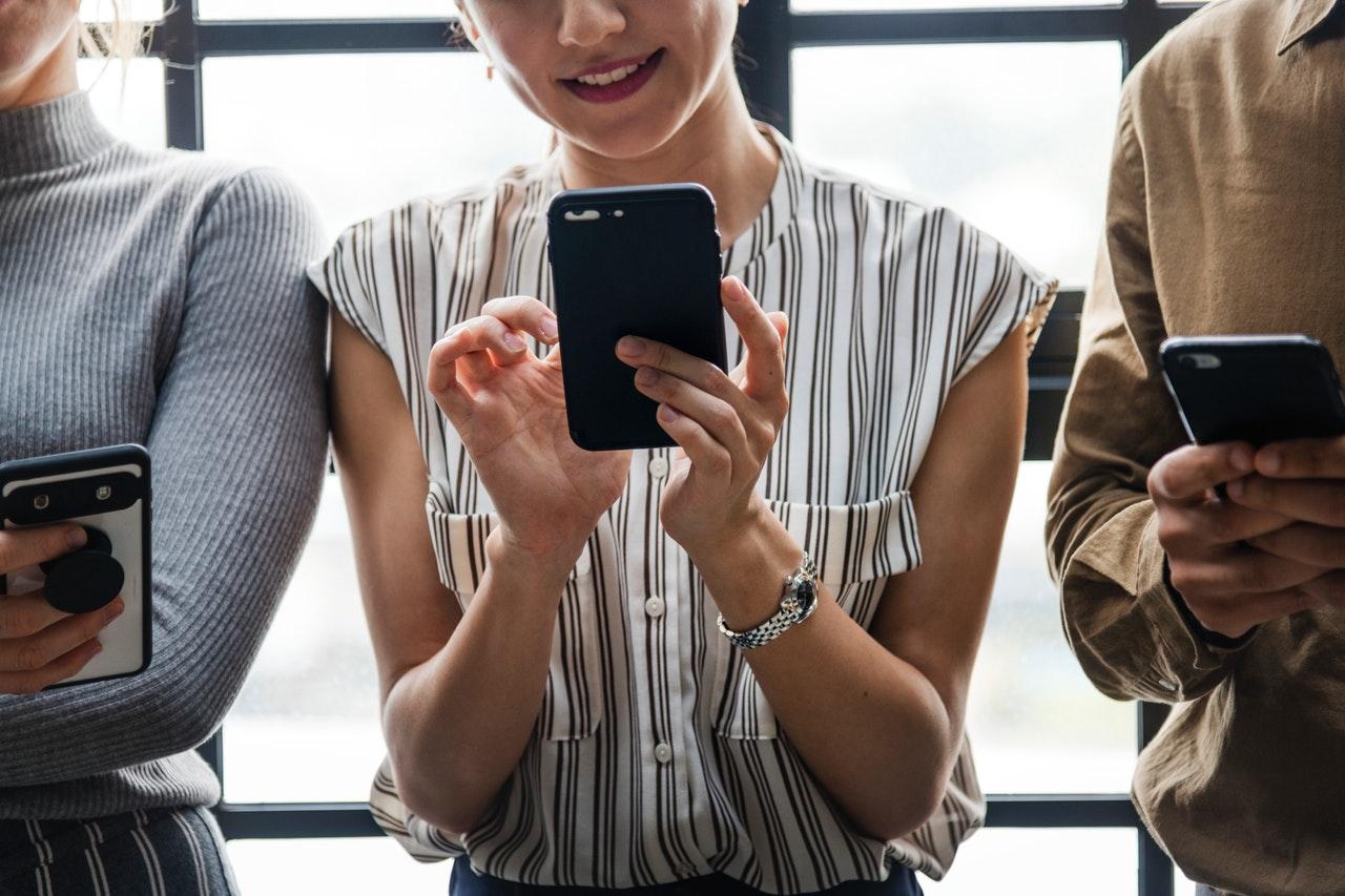 Bejelentést tett az EU - egymilliárd mobiltelefon érintett