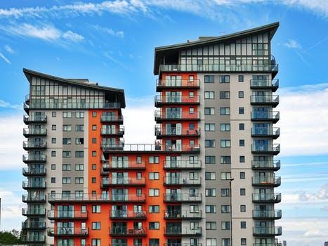 Akár tíz százalékkal is eshet az új építésű lakások ára