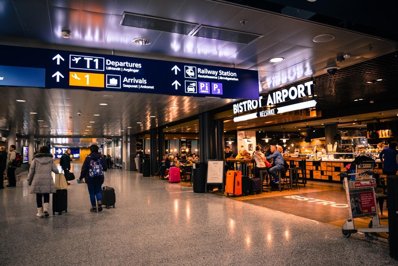 Vigyázat, több mint fél órás útleveles sor lehet Ferihegyen
