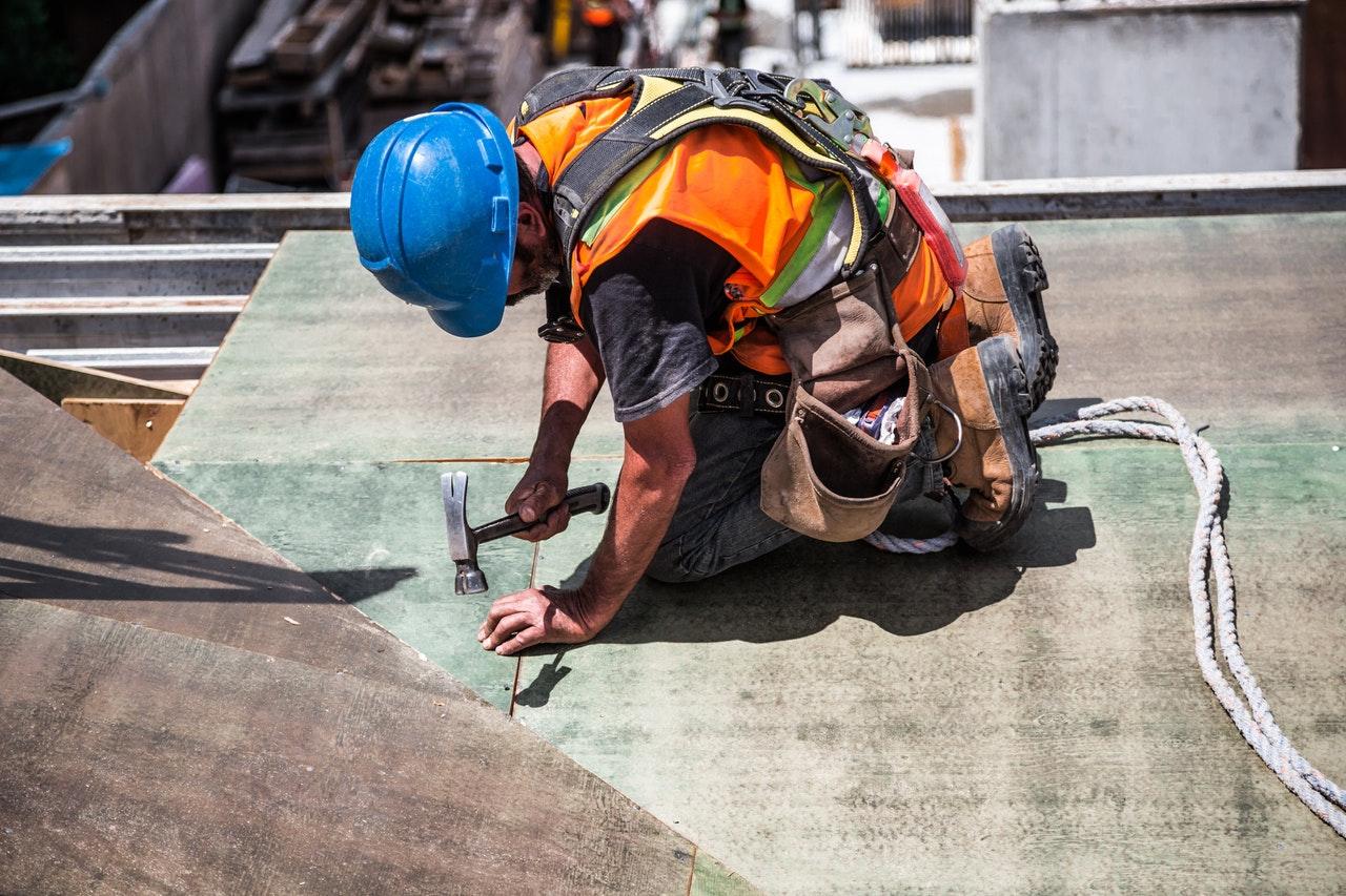 Magánszemélyek építkezésénél nem lesz kötelező a tervezői és kivitelezői felelősségbiztosítás