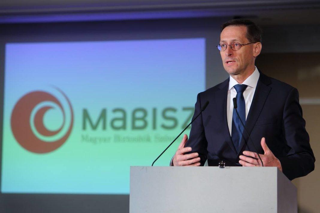 Varga Mihály: nagy szükség van egy erős, korszerű termékekkel rendelkező biztosítási szektorra