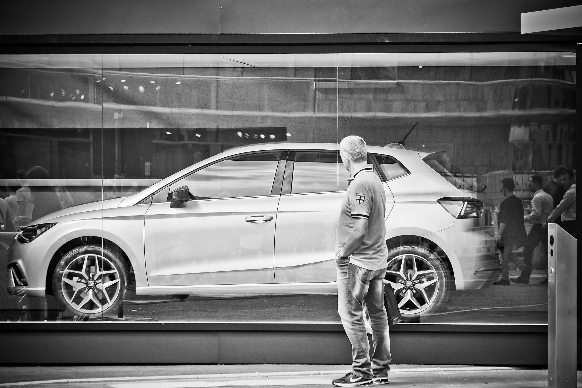 Közel harmadával nőtt az új autó eladások száma