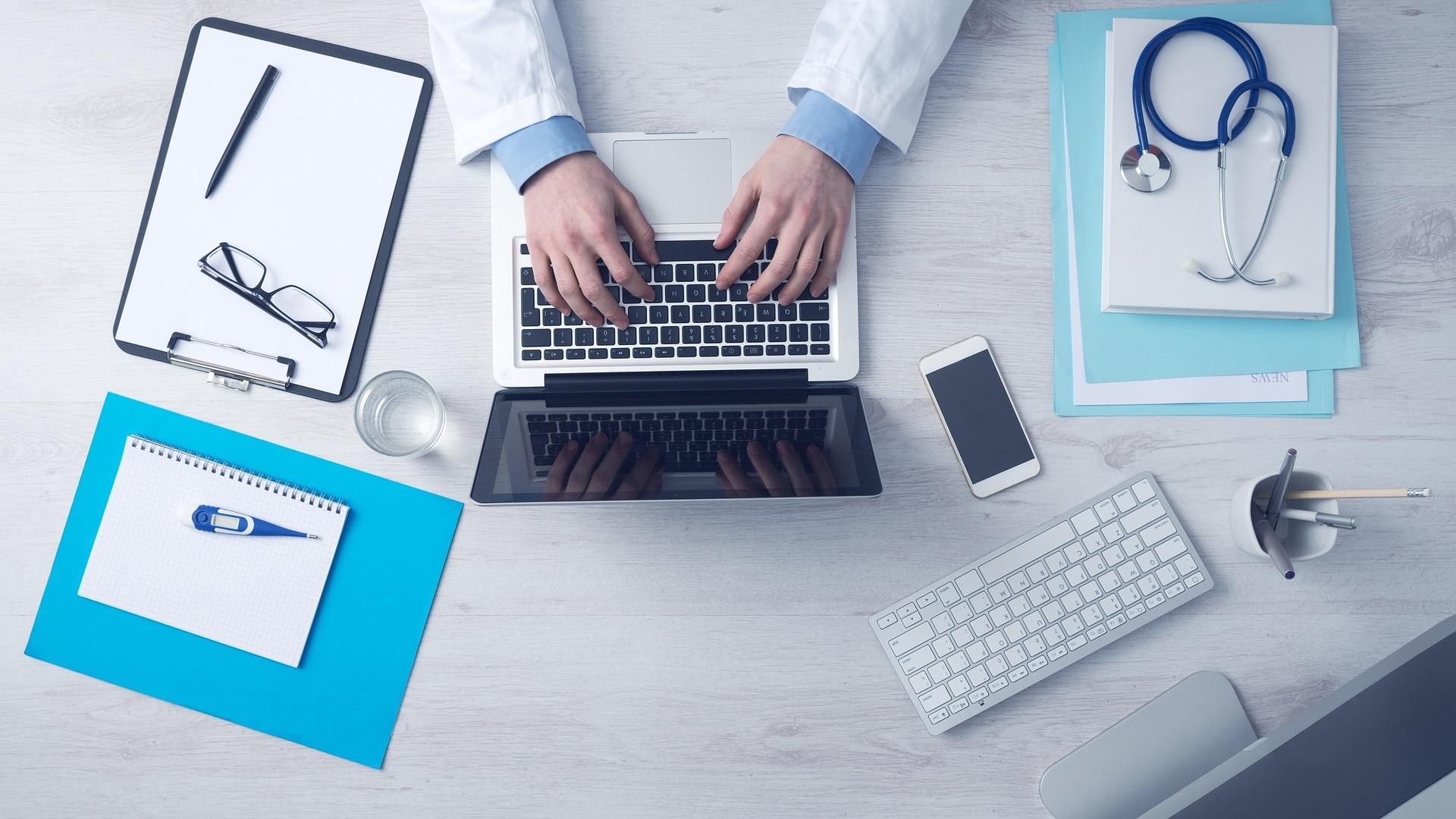 Hibrid biztosítás: Ez lenne a megoldás a magyar egészségügyben?