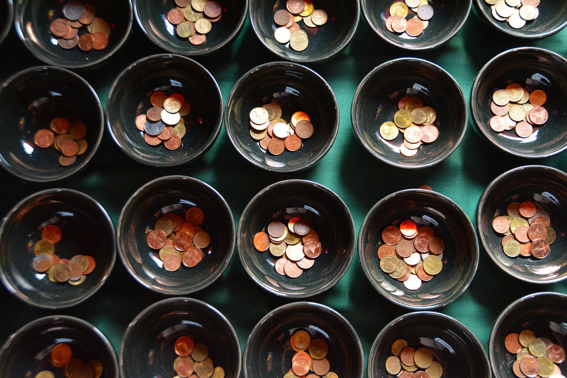 Százmilliárdokról kell dönteniük az év végéig a számlatulajdonosoknak