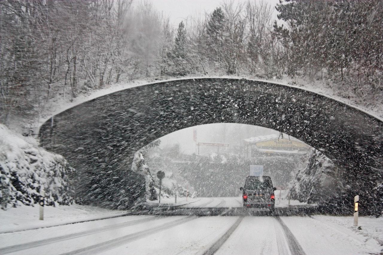 Figyelmeztetés érkezett: óriási forgalom és havazás jön!
