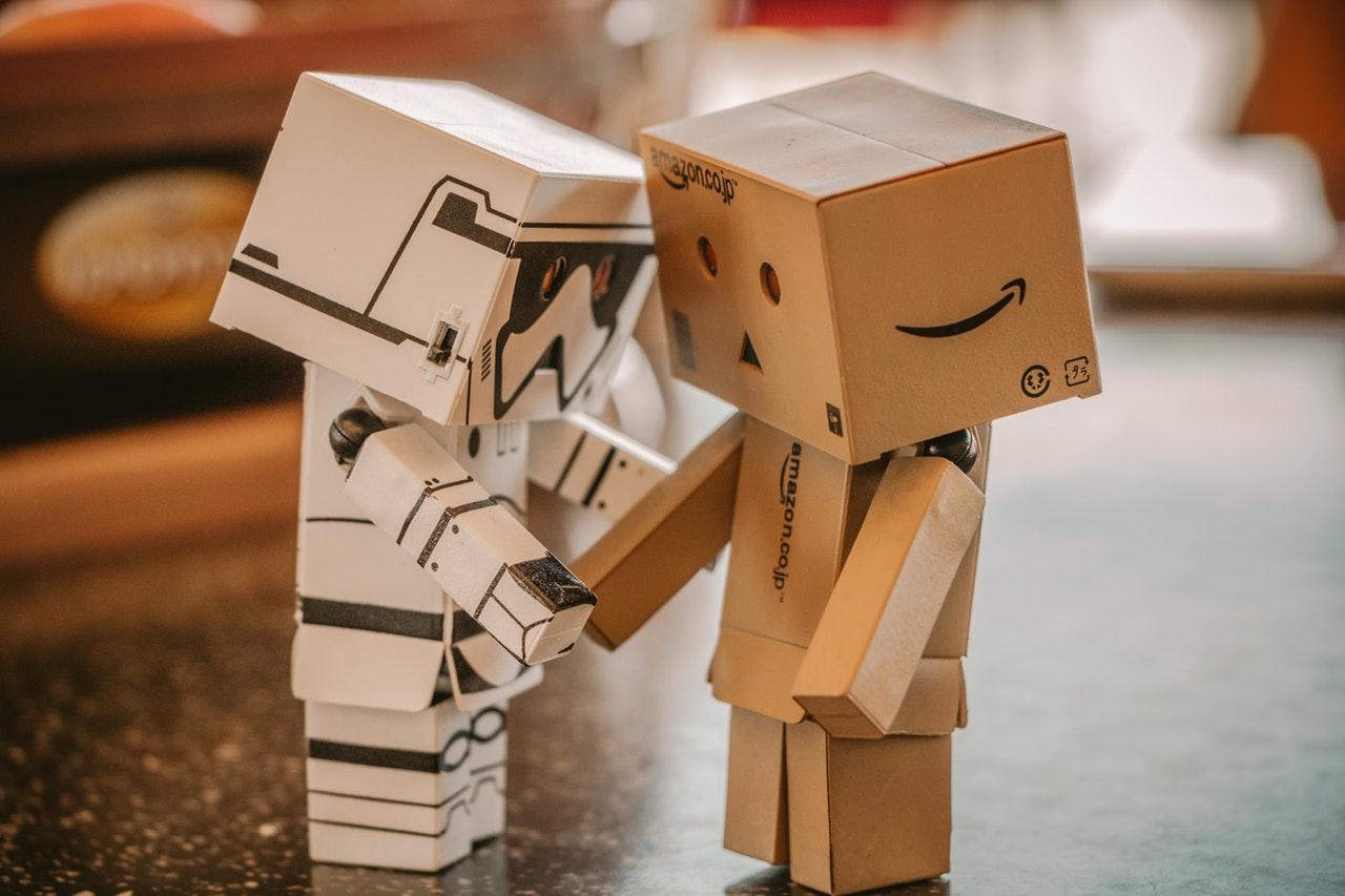 Robotok segítik a biztosítási dolgozók munkáját