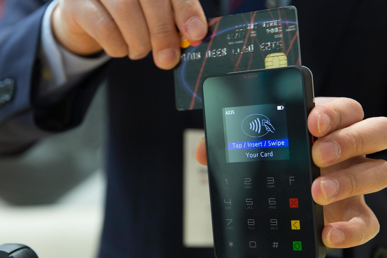 Töretlenül hódít a bankkártyás fizetés